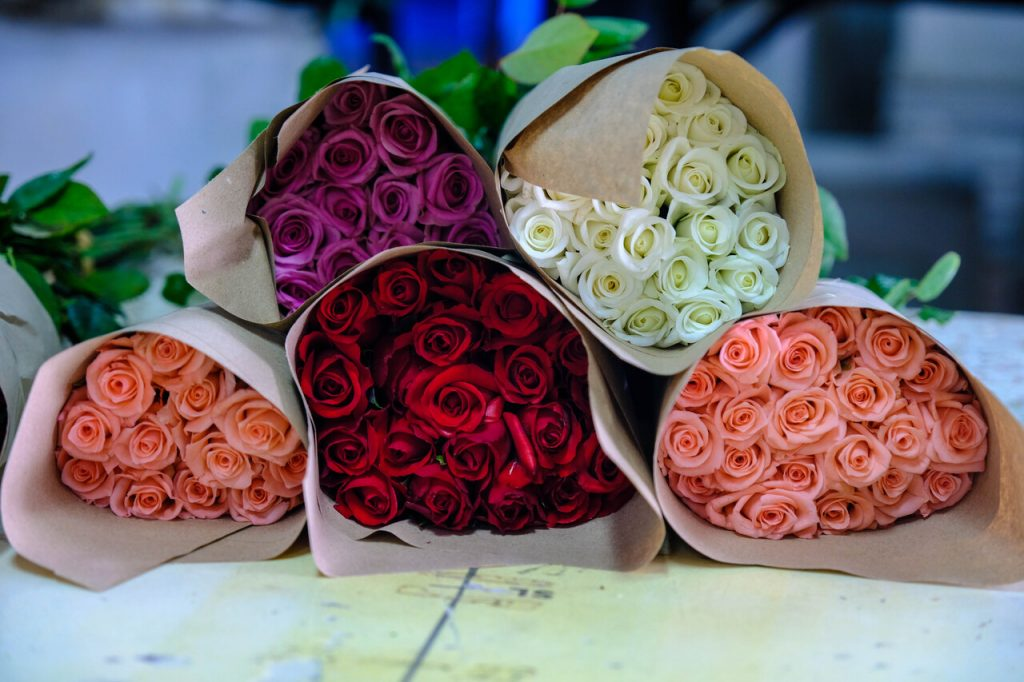 Bouquets of roses in different colors